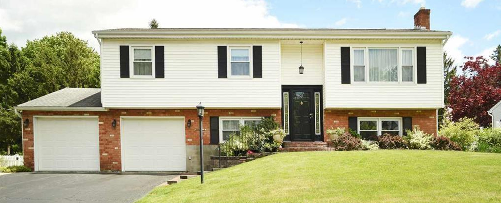 Featured:  10 Bethwood Dr, Colonie, NY 12211