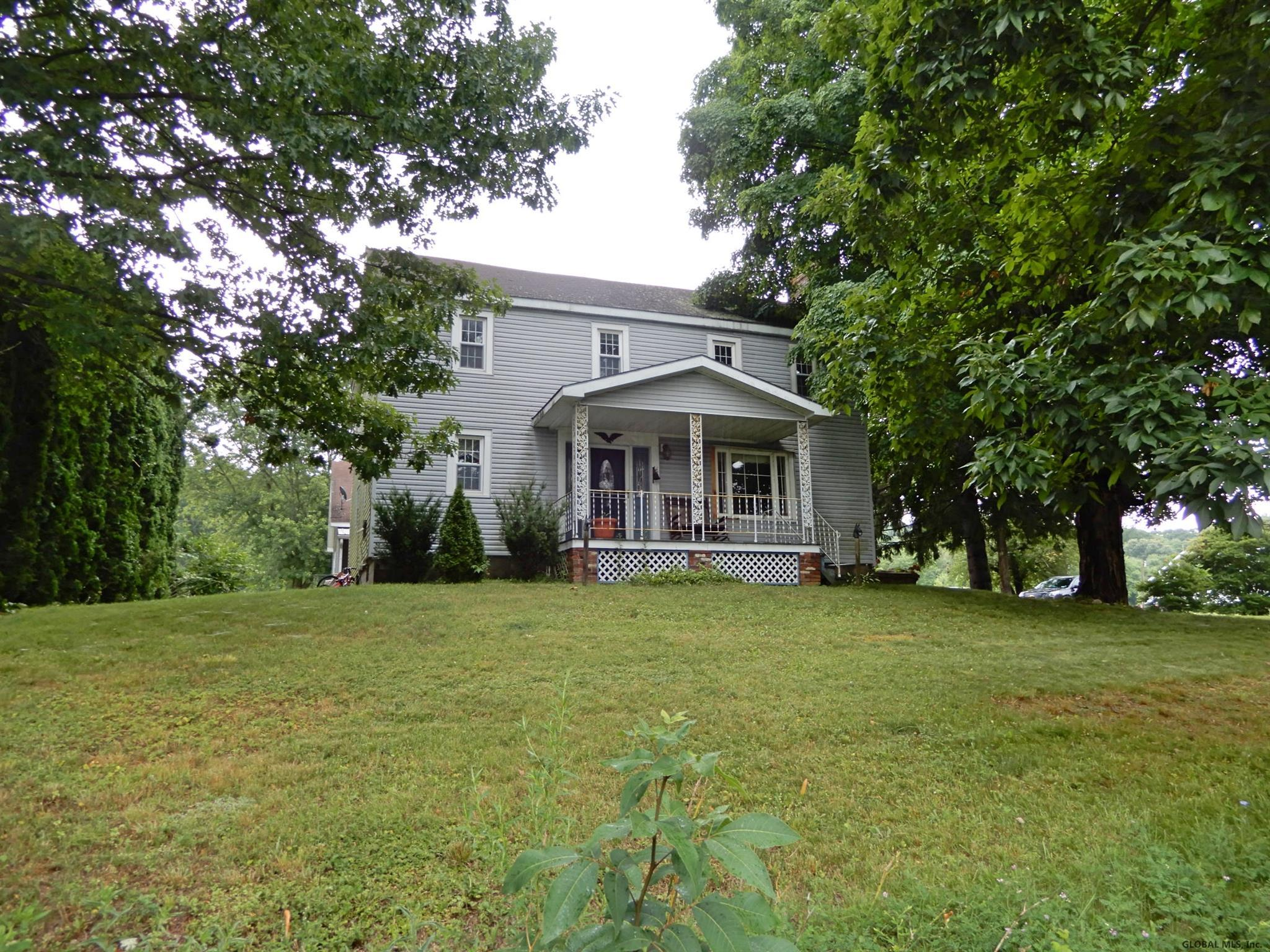 Featured: 2768 River Road – Schaghticoke, NY 12121